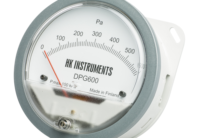 Air pressure gauges and manometers